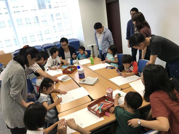 「サステイナブル絵日記」親子イベント:絵日記作成の様子
